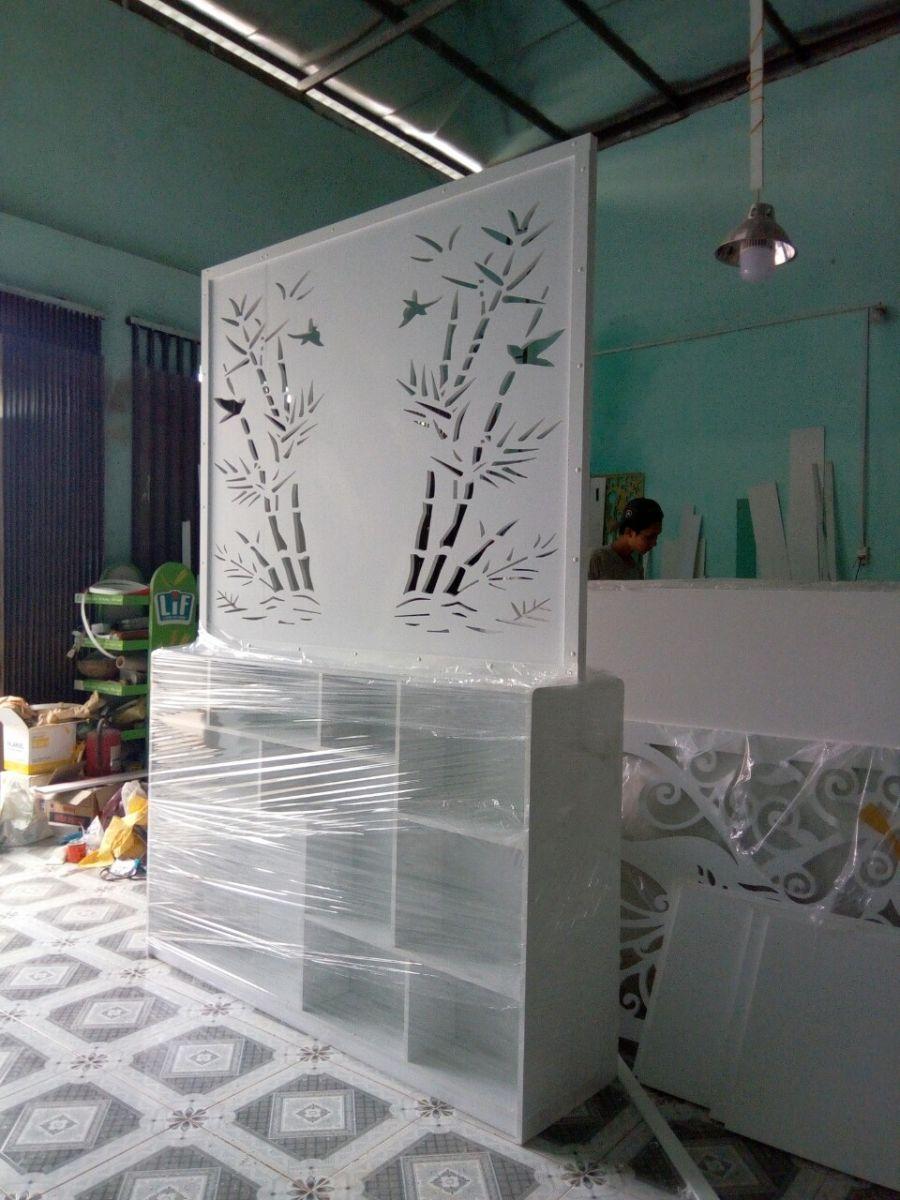 vách ngăn hoa văn kèm kệ tủ