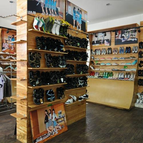 Balo – Giày Thời Trang Tại Showroom Rotica